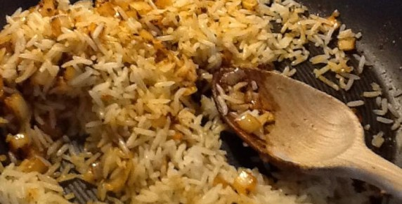 black cardamom with basmati rice